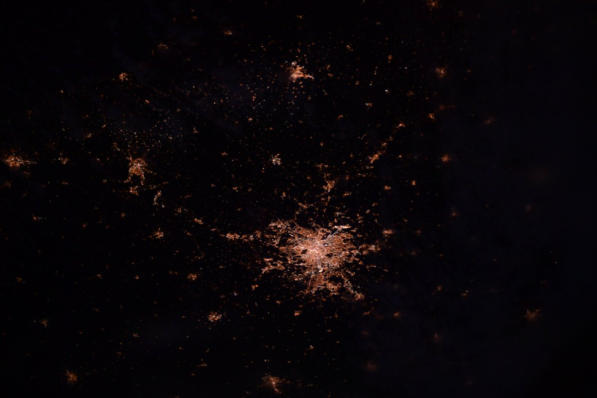 翼よ、あれが #パリ の灯だ Bright Light, big city, #Paris