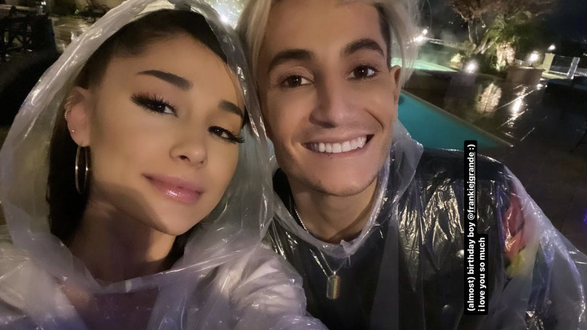 RT @arianagrandebr: Ariana via Stories, com @FrankieJGrande. ❤️ https://t.co/K6IAMQe1a0
