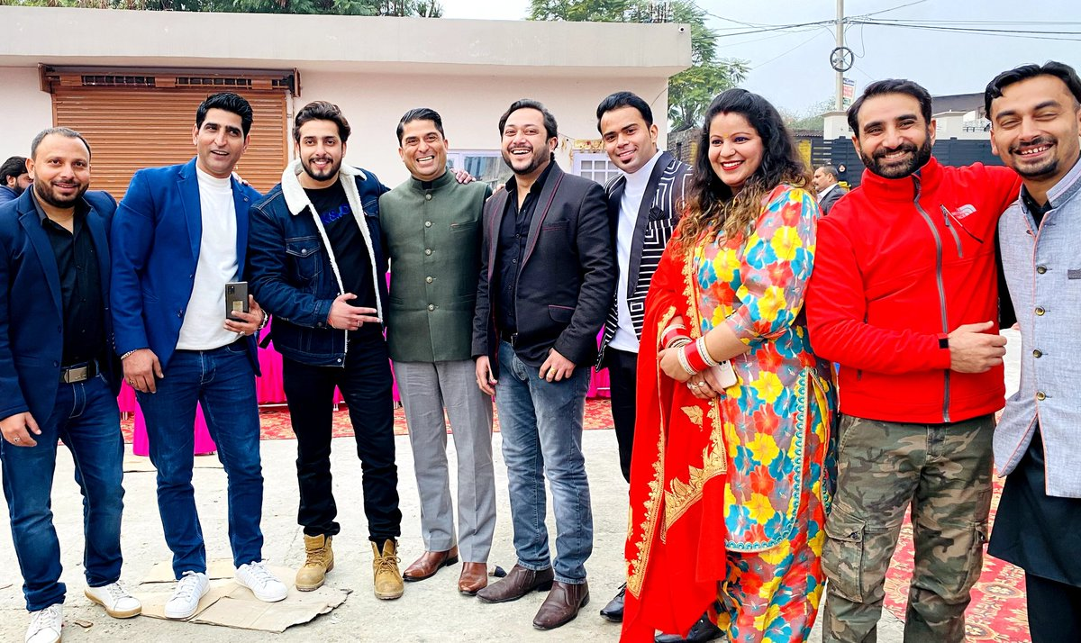 Remembering the Day Well spent with the Pride of Jammu, the Talented Artists and the most Humble @imRanveerJamwal Sir. My 1st Lohri Became even more special.  @BahuExpress @Sandeep79941148  @SarsBharti #Jammu #JammuDiKudi #prideofjammu @PandohSanyam @DograSociety https://t.co/rg2N6Da9S2