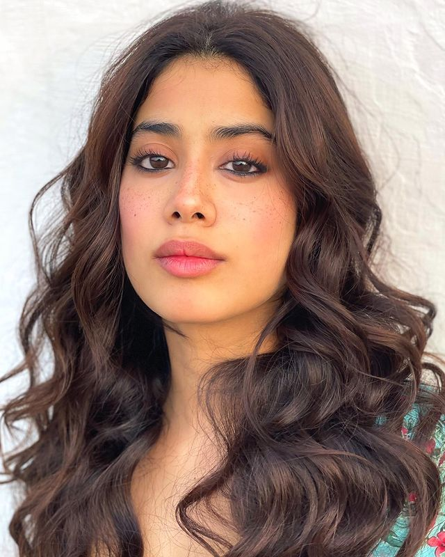 #JanhviKapoor looks drop-dead gorgeous in this picture.