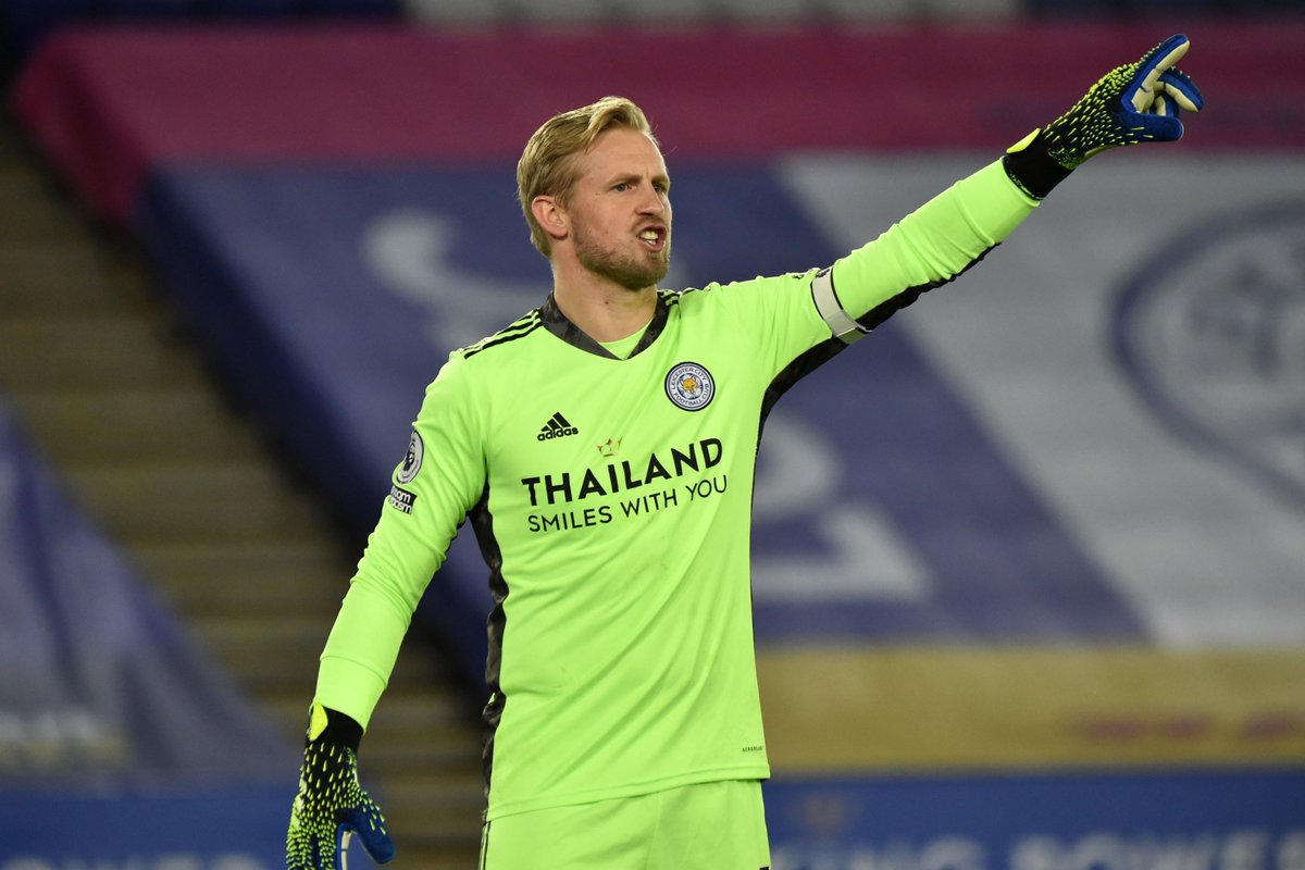 🙋♀️ Hands up if you think @LCFC's Kasper Schmeichel is clear...