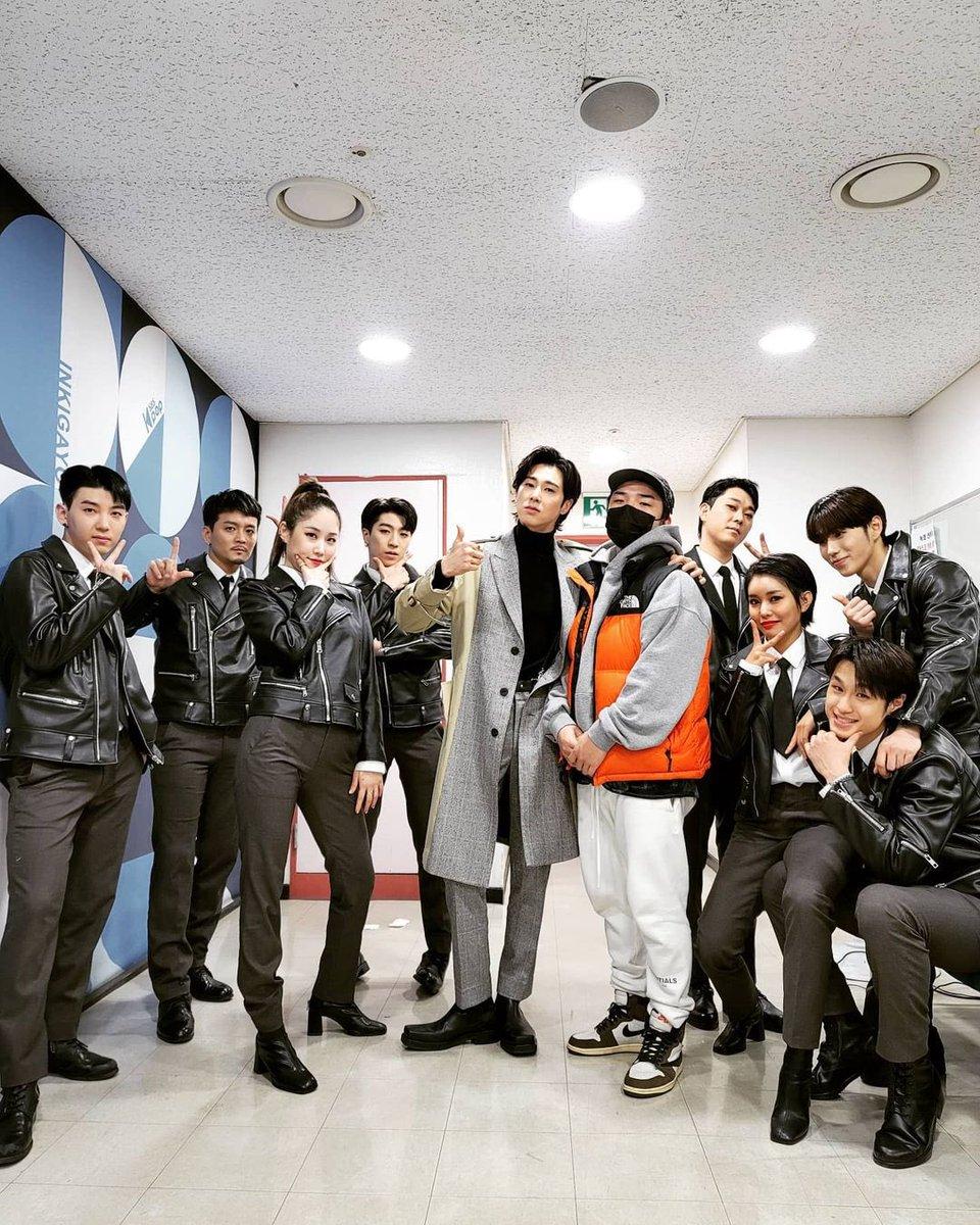 この時の衣装、最高✨😍 コートがなびいて、素敵です!  #U_KNOW「#NOIR」#ThankU   [안방1열 직캠4K] 유노윤호 'Thank U' 풀캠 (U-KNOW Full Cam)│@SBS Inkigayo_2021.01.24.  @YouTubeより