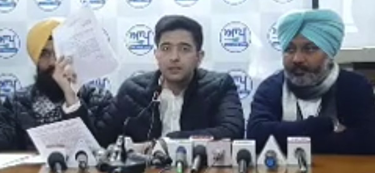 BIG EXPOSE by @raghav_chadha!  AAP leader exposes Captain Amarinder's stand on Farm laws with RTI  ➡️ Captain himself was part of the committee ➡️ Captain approved farm laws in the High Power committee  ➡️ Captain has betrayed Farmers  Congress = BJP  #DhokhebaazCaptain