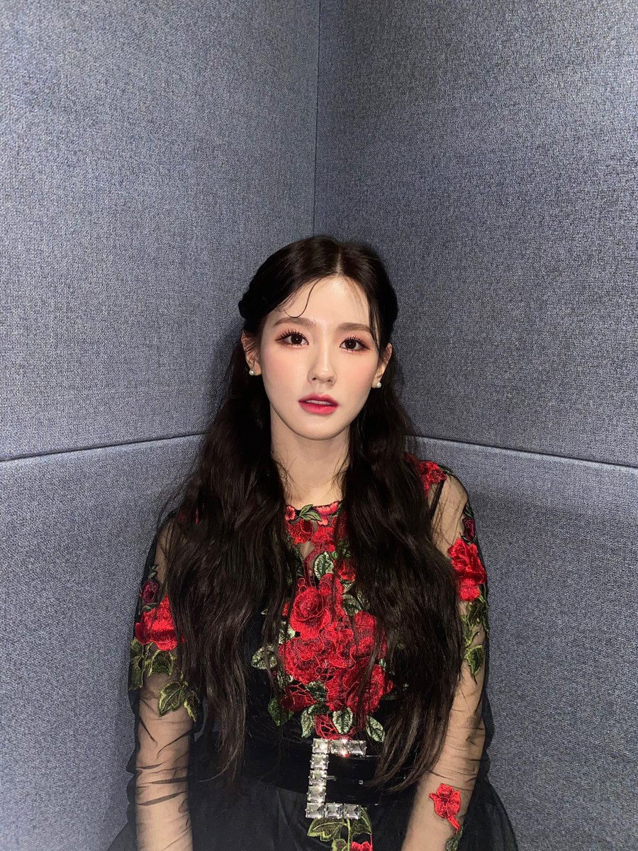 Replying to @G_I_DLE: [#미연] 🌹🖤🥰