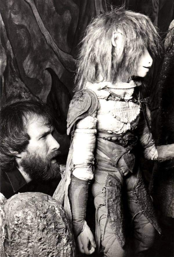 #muppets #movie #Throwback #behindthescenes Director Jim Henson filming The Dark Crystal.