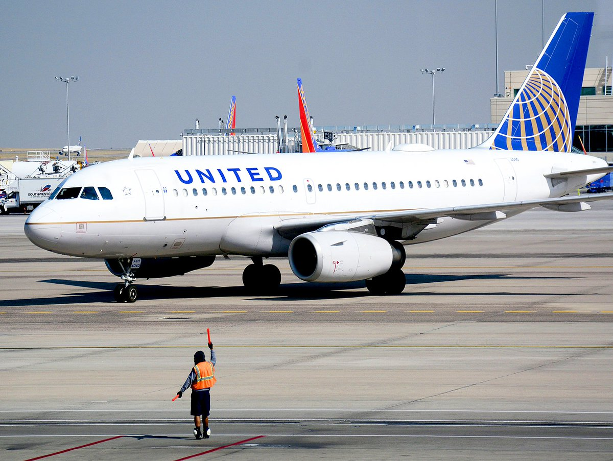 CEO Of United Airlines Calls For Companies To Mandate COVID Vaccine:  The CEO of United Airlines said companies should require employees to get vaccinated for COVID-19, according to a transcript of a Thursday town hall with  #coronavirus #unitedairlines