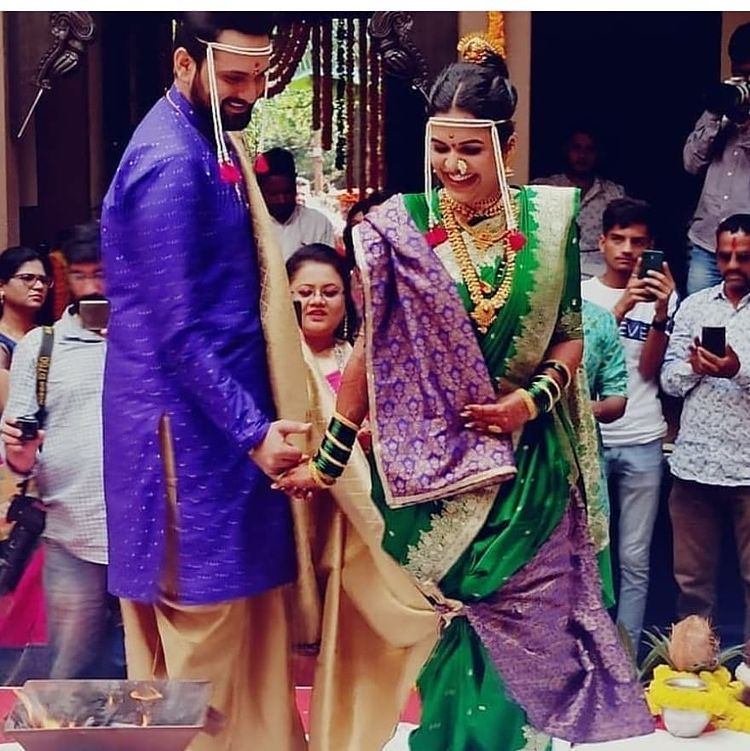 सौभाग्याची मंगलघटिका आली आली गं!❤️ मनःपूर्वक शुभेच्छा 🌸 . . . @sidchandekar @mitalimayekar   #marathi #marathistars #siddarthmitaliwedding #SidMitali #SiddarthChandekar #MitaliMayekar #wedding #love #lovebirds