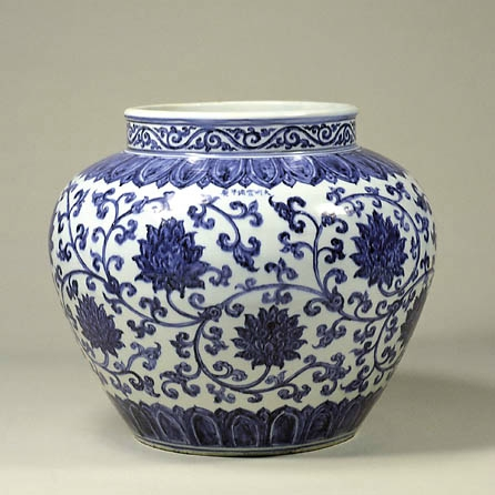 How to build a valuable Chinese porcelain collection. Check out this amazing blog! #antiques #chineseantiques #porcelain #chinesevase #vintage #collecting #business