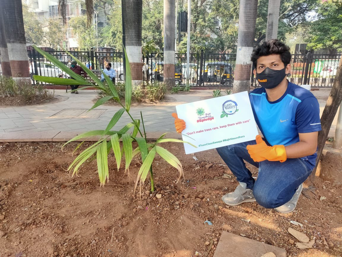 Glad to share today our @yuvasenabandraw team planted 100 trees, we shall keep this plantation drive going on inspired by our icon @AUThackeray ji Majhi - Vasundhara campaign... Great team work and big thank tou to each n very resident for adoption of these trees as well...