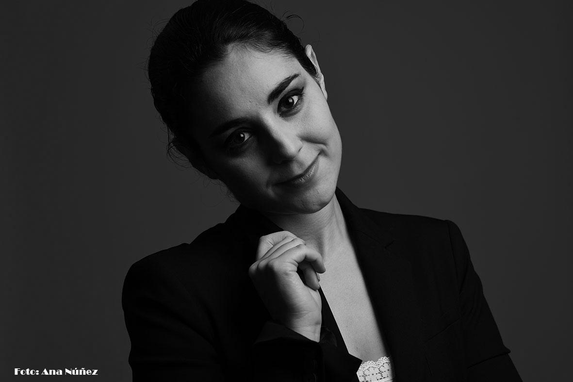 Entre sombras In the shadows  #photo #picture #photographer #retrato #portrait #fotografía #picoftheday #studiophoto #blackandwhitephotography #fotoblancoynegro #bnwphotography  Modelo: La #actriz Arantxa Ibiricu  Maquillaje: Cecilia Martín   #Foto: Ana Núñez (@eljardindemab)