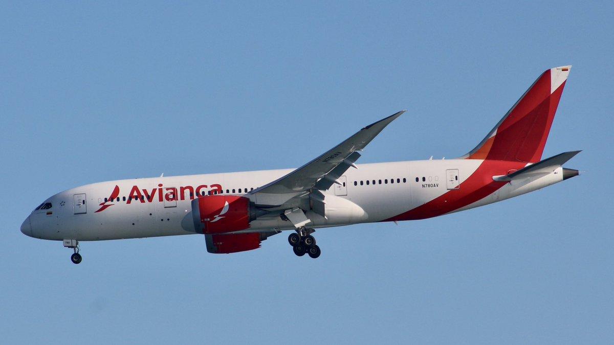 Boeing 787-8 Dreamliner Avianca landing LEBL  #landing  @Boeing @Avianca  @spottersbcnprat @enaire @AirportBCN_Info #Avianca  #Airport  #aeropuertobarcelona #spotting  #aviationlovers #aviationgeek #fotodeldia #picoftheday