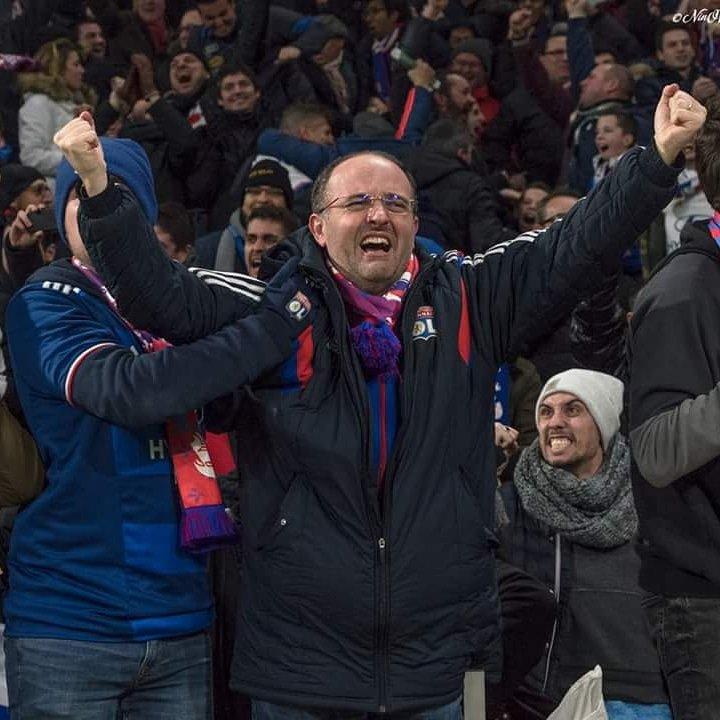 Même si ce sera derrière la 📺 Ce soir je veux des émotions comme celle-là 💪👊 Allez l'OL 🔴🔵 📸 @StphaneNinO #TeamOL #ASSEOL #derby #noussommeslesrougeetbleu #picofday #picoftheday #supporters #olympiquelyonnais #football