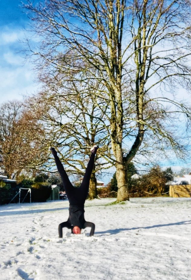 It's what every headstander dreams of - the snow headstand.  #snow #sundayvibes