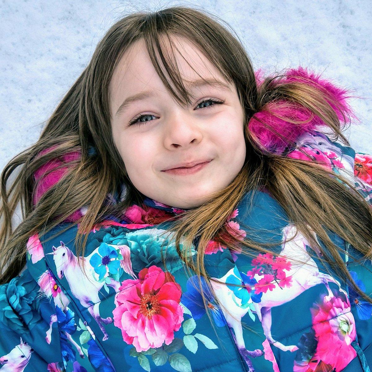 Snow Angel🥰 #uksnow #sundayvibes #snow #Snowing #SundayMorning #SundayFunday #love #family