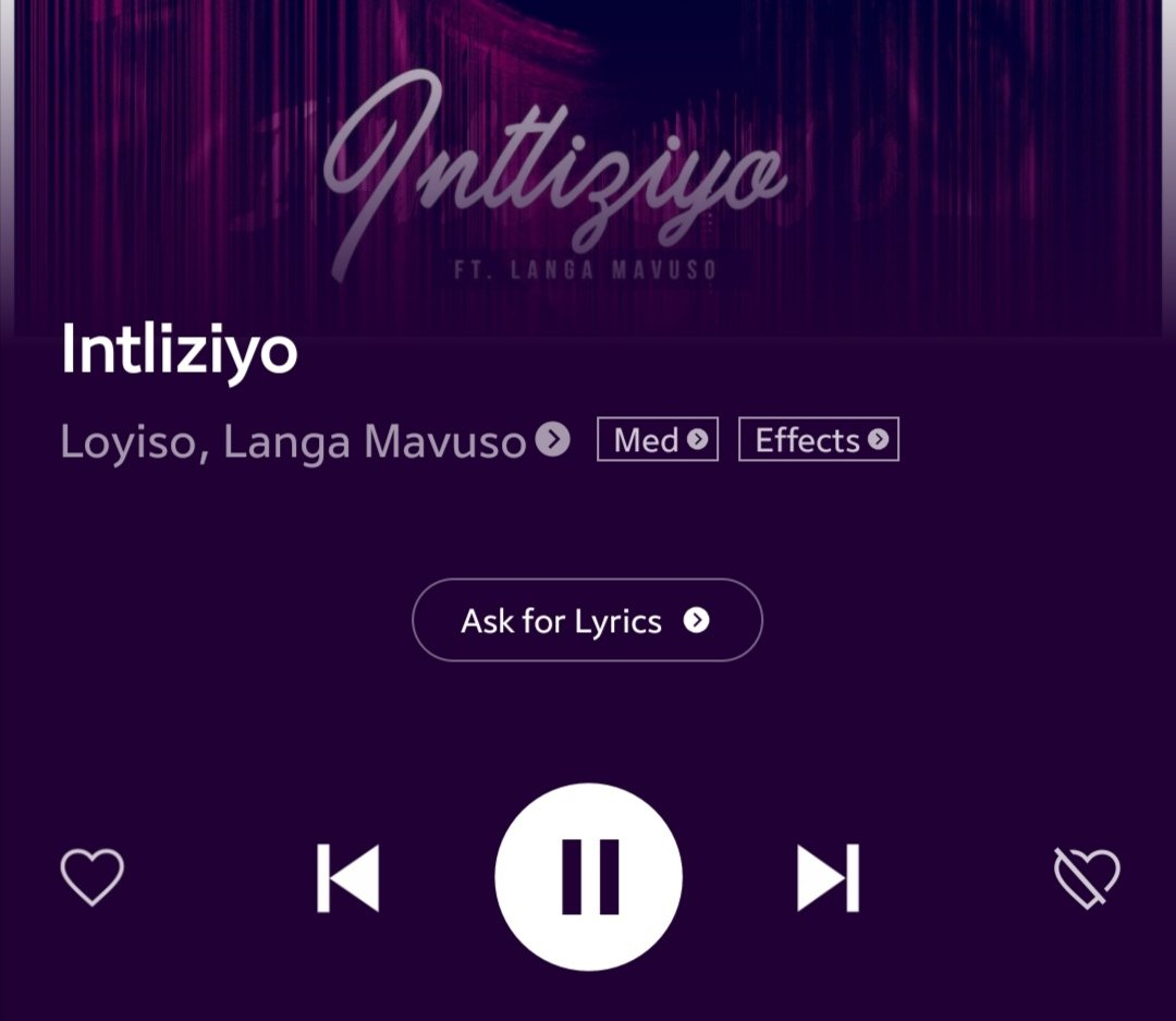 "Watched Loyiso ft Langa Mavuso ""intliziyo"" video for the first time today. Wow, what a masterpiece, touching, they don't make them like that anymore. Amazing storyline. #sundayvibes #soulfulsunday #SundayFeels"