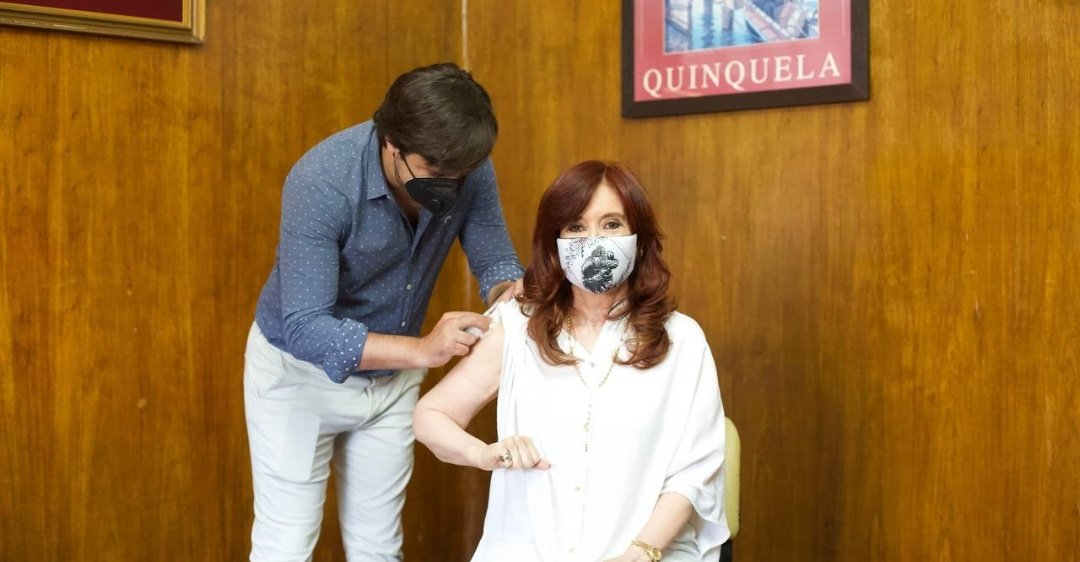Argentinas VP, @CFKArgentina, received the Sputnik V vaccine today. The country is the second most vaccinated in the region thanks to the low cost of the Russian jab.
