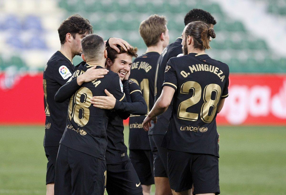 0-3 R. Valladolid ✅ 0-1 Huesca ✅ 2-3 Athletic ✅ 0-4 Granada ✅ 0-2 Elche ✅  ¡El @FCBarcelona_es encadena 5 victorias a domicilio en #LaLigaSantander! 🔥