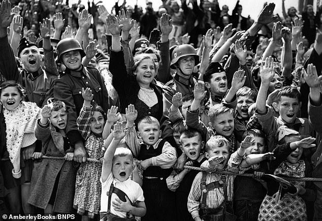 """Mam PROŚBĘ do wszystkich Mediów...z lewa z prawa i z środka. Proszę nie używać KŁAMLIWEGO sformułowania """"hitlerowskie/nazistowskie obozy śmierci"""". 95 % Niemców  w piku popierało Adolfa Hitlera. A więc : niemieckie obozy śmierci. Z góry dziękuję ! https://t.co/Aa8XrLZJl7"""