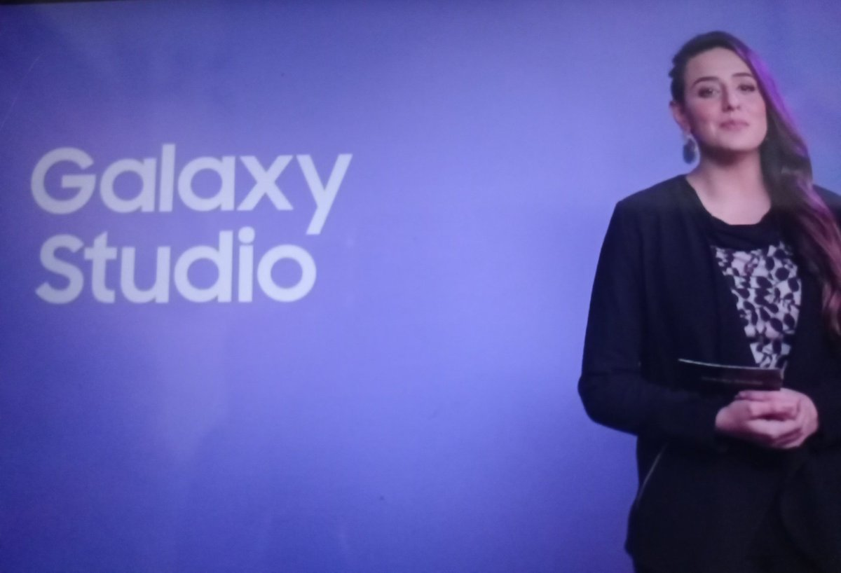 Kinza Razzak is hosting Facebook live session! Go join it to win an Epic giveaway of #GalaxyS21