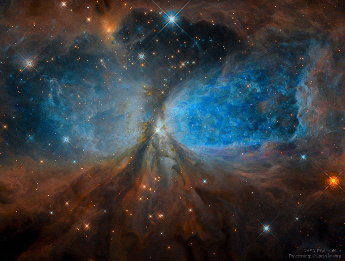 Este extraño paisaje es una nebulosa, llamada Sharpless 2-106, formada por el material expulsado por una estrella recién nacida. Se trata de la estrella IRS 4, formada hace unos 100 000 años. Está a 2000 años-luz, en la dirección de la constelación del Cisne. #FelizDomingo https://t.co/wLjjda5OHs