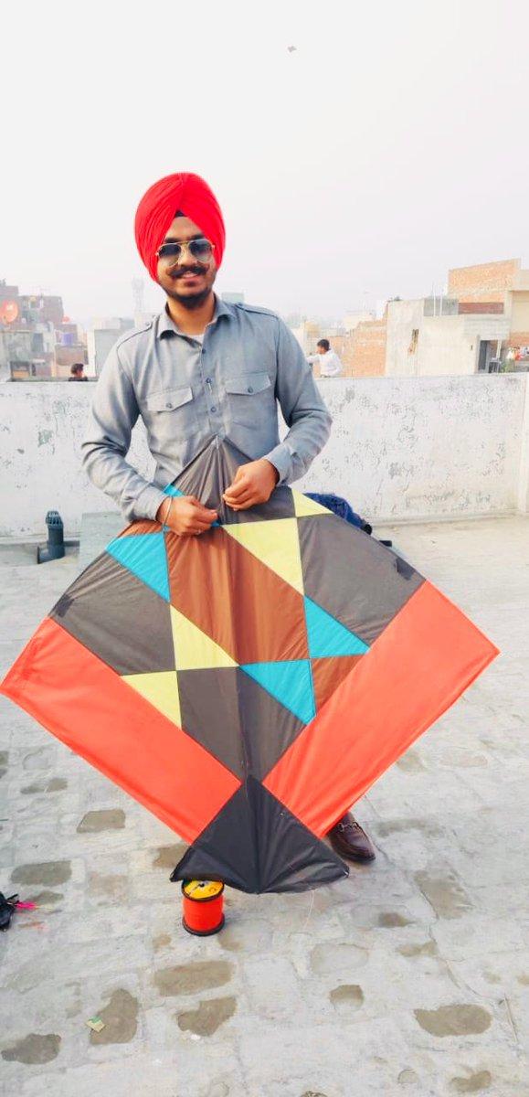 #kiteflying #kites #kitesfestival #lohri #Amritsar https://t.co/gPRvC6viax