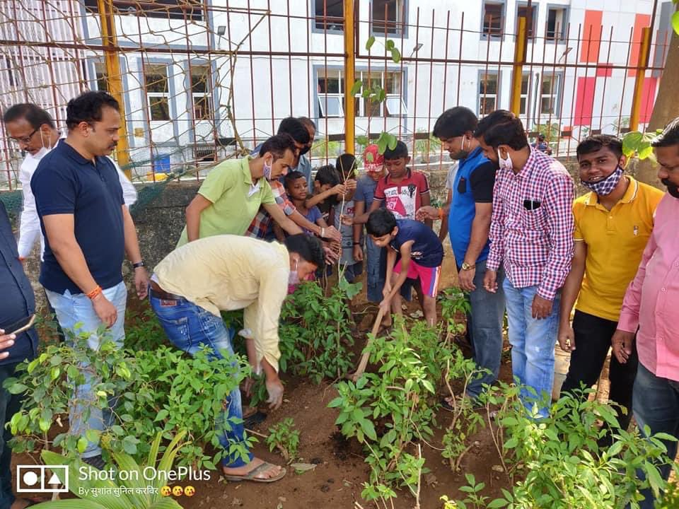 """Thank you @AUThackeray ji for always inspiring us to do best for our Mother earth  Yuvasena Goregaon constituency organised tree plantation drive today under """"Majhi Vasundhara campaign"""" in Shakha 50,51,54,55,58 75 tree saplings were planted by Yuvasena goregaon today"""