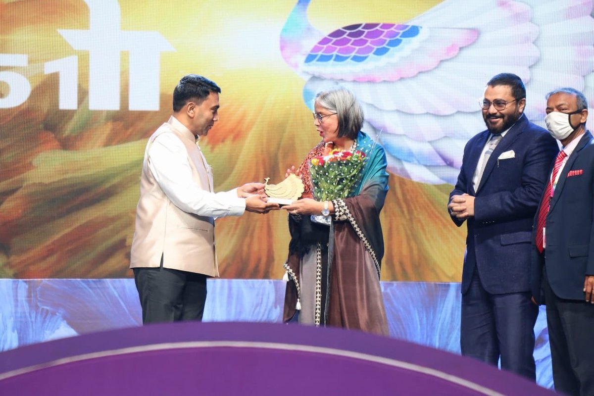 Guest of Honour And The Veteran Actor #ZeenatAman Was Felicitated at The Closing Ceremony of #IFFI51.  @satija_amit @Chatty111Prasad @PIB_India @MIB_India