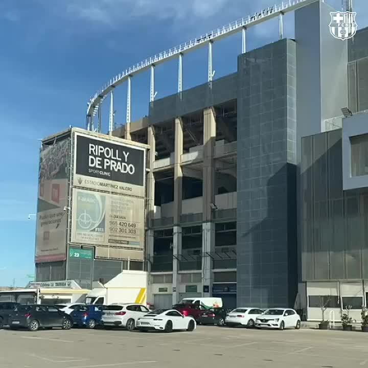 🏟 Estádio Martínez Valero!  🔜 Daqui a pouco: #ElcheBarça  🔵🔴 #ForçaBarça