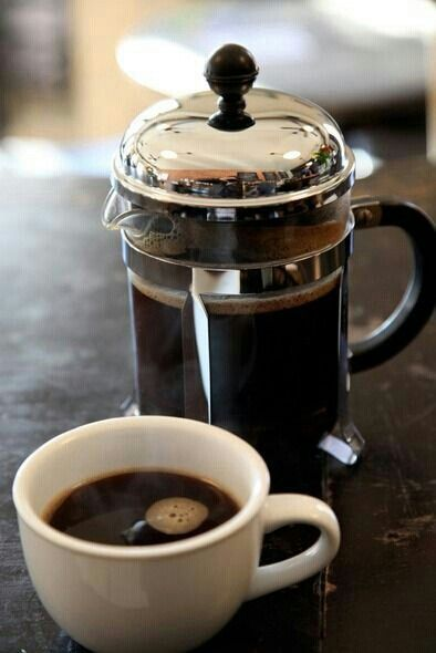 Good morning Madsters  #SundayThoughts - Messy winter weather moving thru today, think I'll just hang out in the 'fort until that game tonight (Go #Chiefs!) Hope y'all had a good weekend & may the week ahead be peaceful, stay safe 🖋☕  #MadQueen #Online /got my coffee pot going/