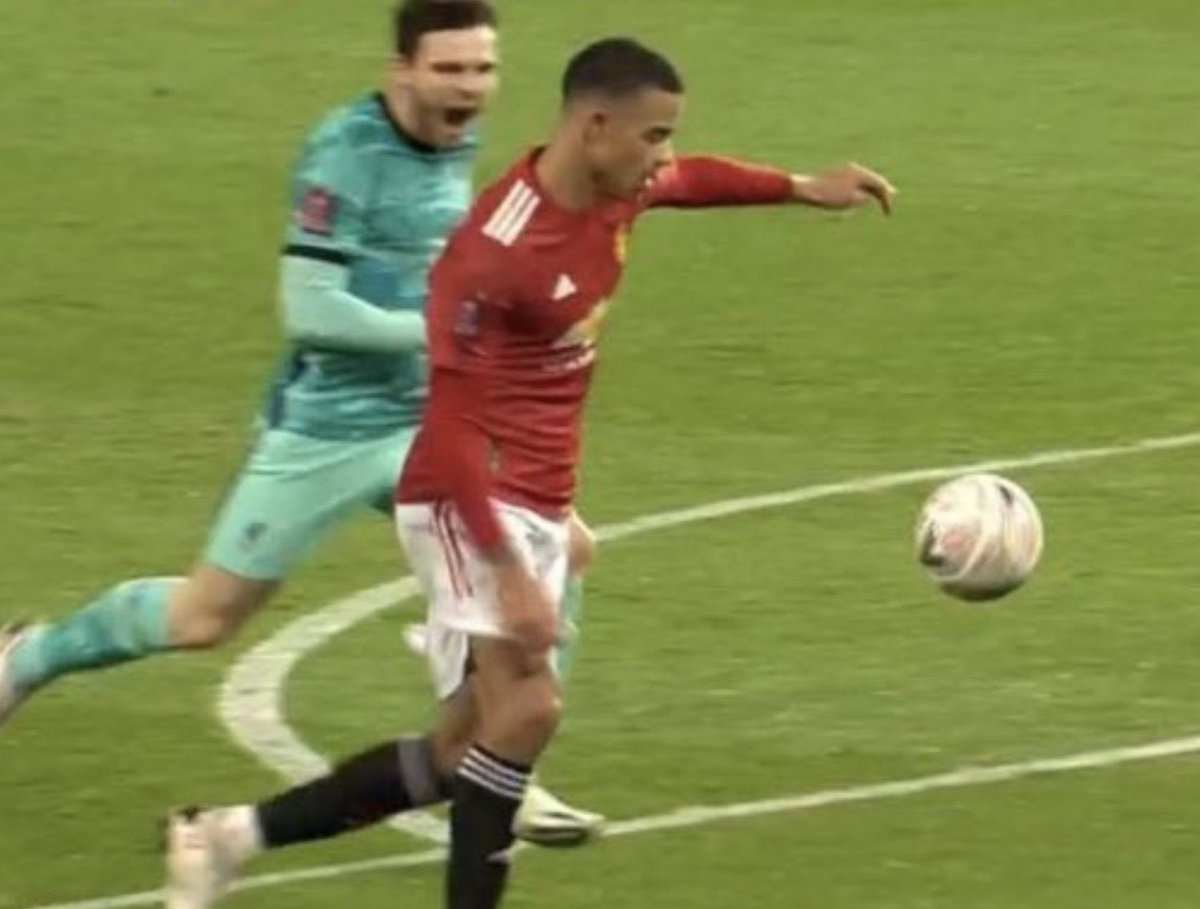 Andry Robertson 😱 did everything to stop Greenwood   #MUNLIV #EmiratesFACup