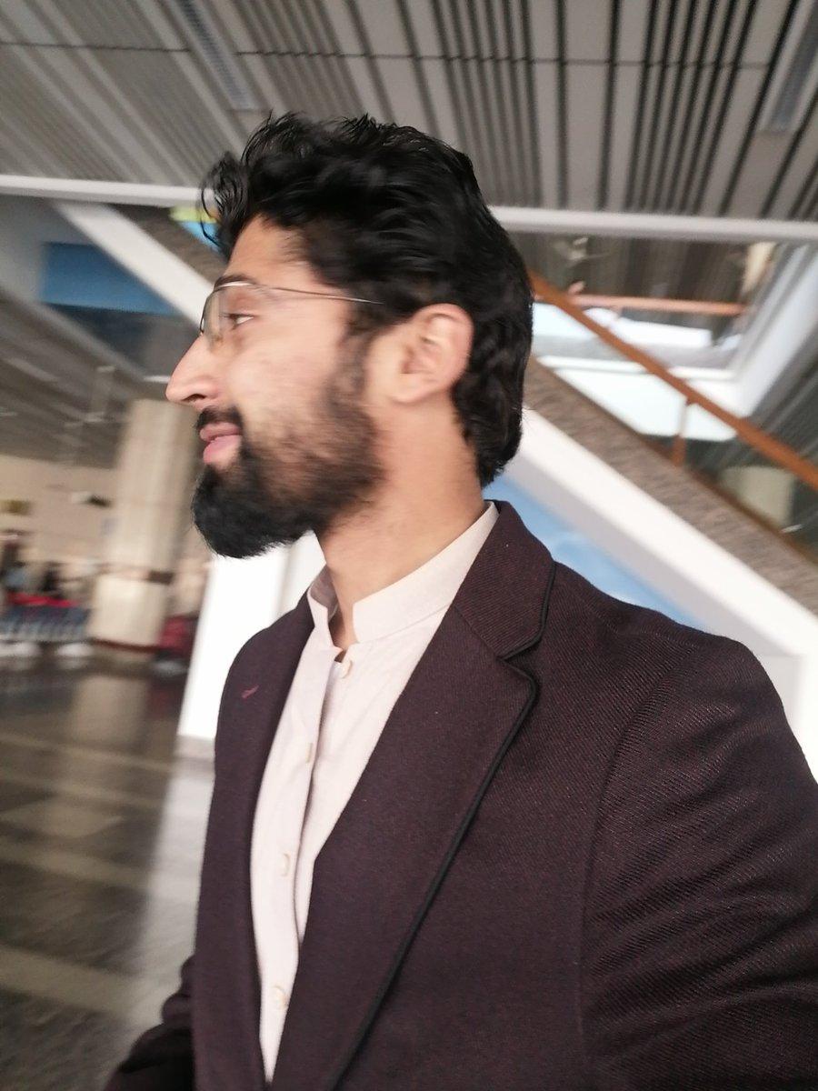 🌛Side pose bhe theek he hai (According to me)  #saadhashmi #sidepose #airport #allamaiqbalinternationalairport #traveling #newpic #selfie
