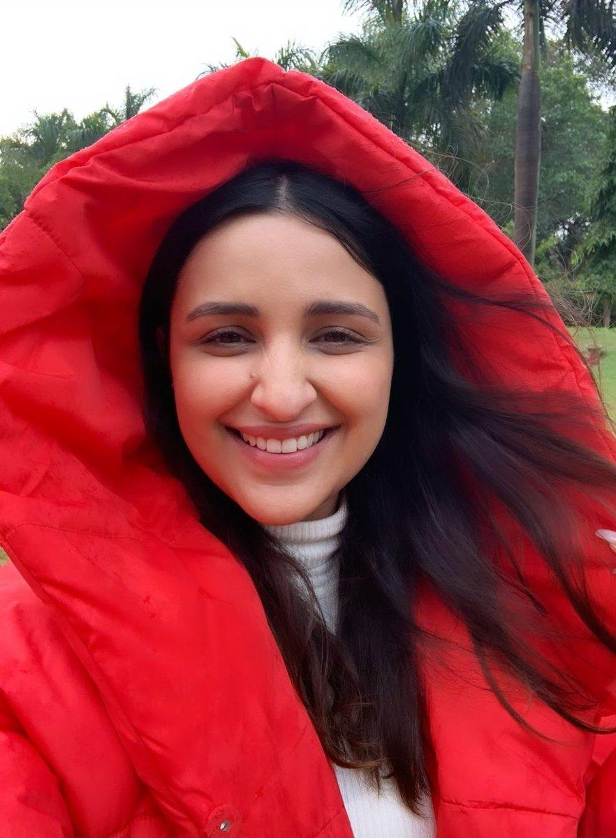 Replying to @onlyprathamesh: She Looks So Good In Red! 😍❤  #Parizaada ☆ @ParineetiChopra