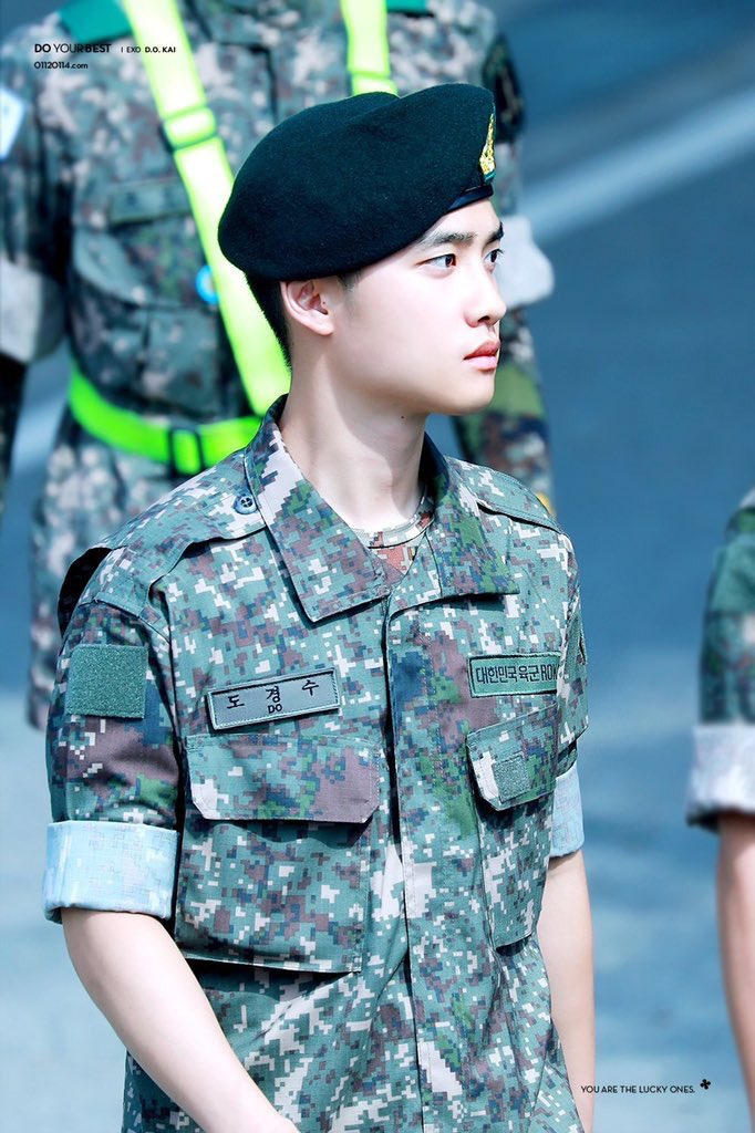 Thank you Kyungsoo, you served your country well ✨ #우리경수_전역했디오 #어서오소_도경수_기다렸소 #DOHminationEraBegin #PrinceKyungsooReturns