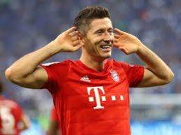Beautiful first touch by Lewandowski, Kept his composure and poise with a nice finish. Best Player in the world right now? #BayernMunich #Schalke #football #Bundesliga #Lewandowski #baller #GoalOfTheDay