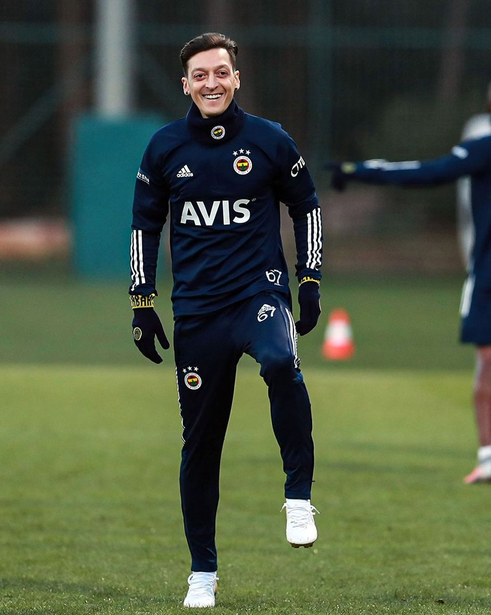 Straight to business 🟡🔵 @MesutOzil1088 @Fenerbahce