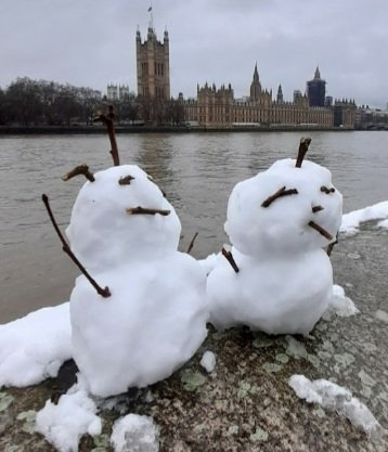 Snow people of #london