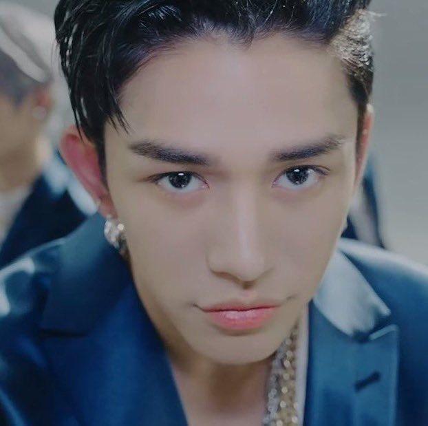 feliz cumpleaños al hombre talentoso de los ojos más lindos   #HAPPYLUCASDAY #黄旭熙0125生日快乐 #우리의_에너지_루카스_생일축하해 #LUMILOVESLUCAS