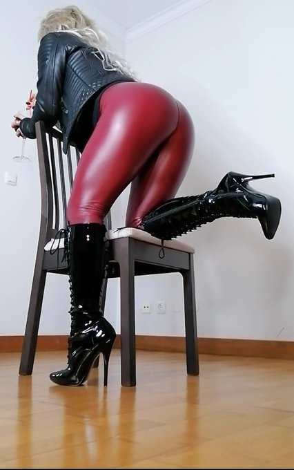 #leatherpants #highheelsboots https://t.co/WNwO3QIXNl