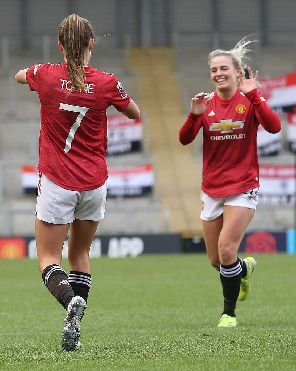 BOOM! 🔥 Great result for us this afternoon, #MUWomen! 3️⃣ points in the bag & 🔝 of the @BarclaysFAWSL table! 👊💪🔴