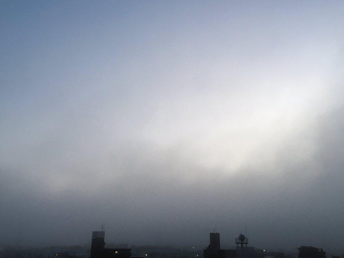 おはようございます! 深呼吸と願い事を!    #morning  #morningglow  #sun  #sunrise  #sky #朝 #朝日 #朝陽 #朝焼  #朝焼け #日の出 #日之出 #太陽 #空 #雲 #cloud #rain  #雨 #青 #赤  #horizon #山 #gradation #グラデーション #光 #light #love #dream #写真