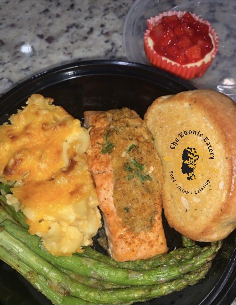 🤤🤤🤤Sunday Meal  #TheEbonicEatery #stuffedsalmon #blackowned #cooking #cheflife https://t.co/RaQkTq1sQu