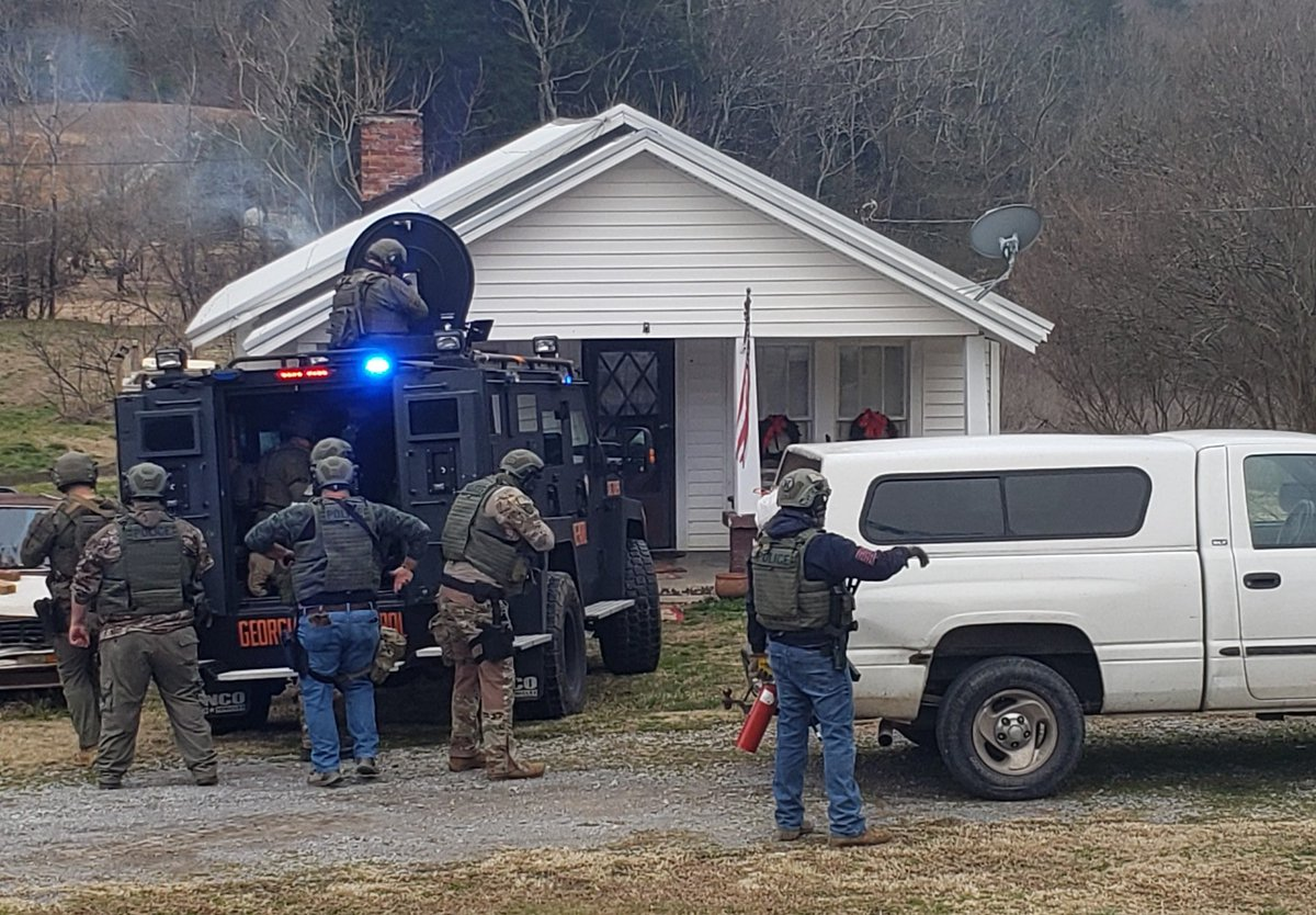 #BREAKING A standoff took place with the Dade County Sheriffs Department and an armed suspect off of Highway 136 and Back Valley Road.  Officials say they responded to a call about a fire around 1:14 p.m. Multiple agencies were on scene.   Photos from Dade Co. Sheriff:
