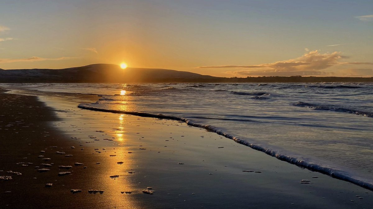 While it seems that everyone else got snow last night and today, this is what we got ........... ❤️ #today #Strandhill #Sligo #GoStrandhill #WildAtlanticWay #Ireland #sea #surf #YesDiscoverIreland #love #beach #winter #dreaming Still #lookingwest as always on day 3+310
