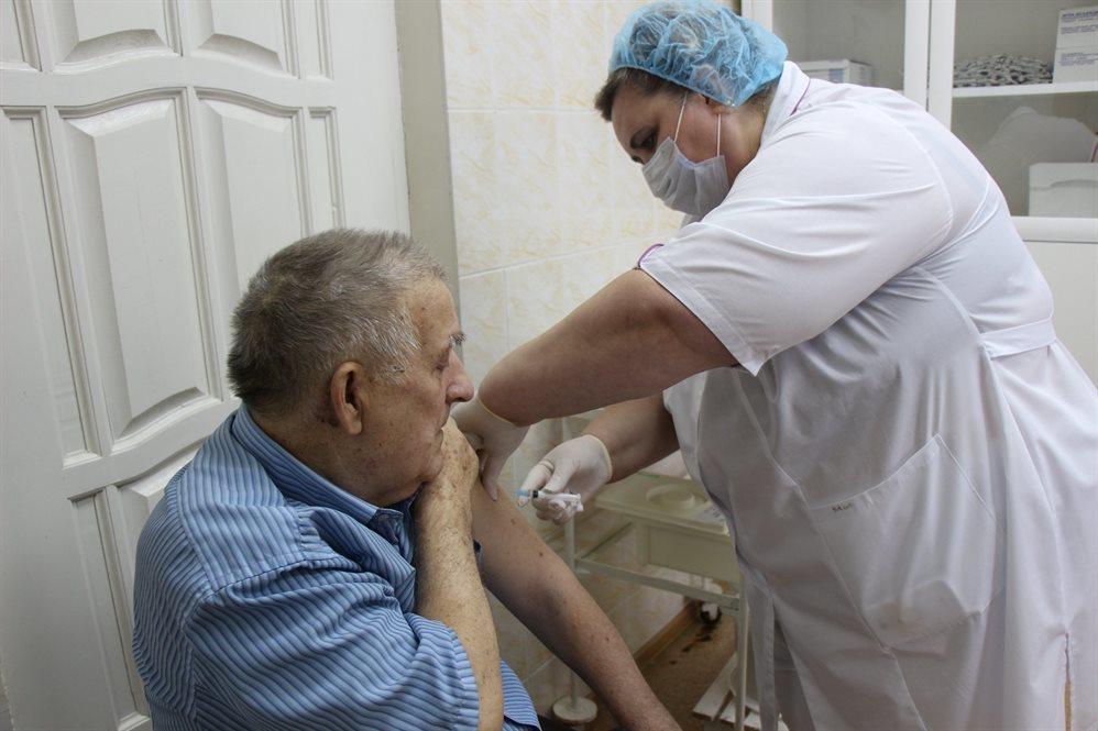 На прививку - через госуслуги. Как ульяновцам от коронавируса защититься https://t.co/IM9c0JMqs0 https://t.co/z3Mh0yzQvC