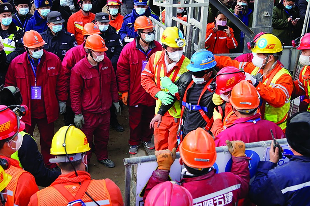 Rescuers save 11 trapped Chinese miners  via @kuwaittimesnews  #Chinese_miners #Rescuers #Rescue
