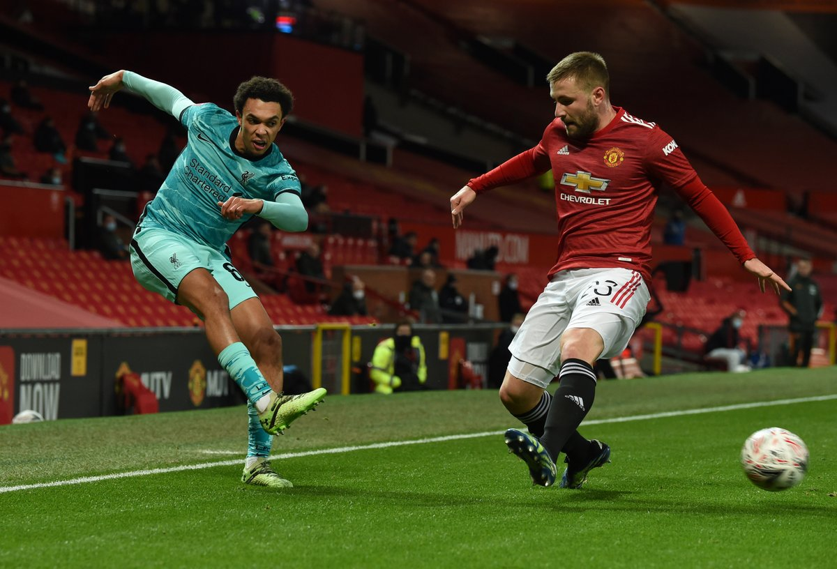 61' - Trent finds space on the right side of the box and drills an effort goalwards. Henderson saves well.  [2-2]  #MUNLIV | #FACup