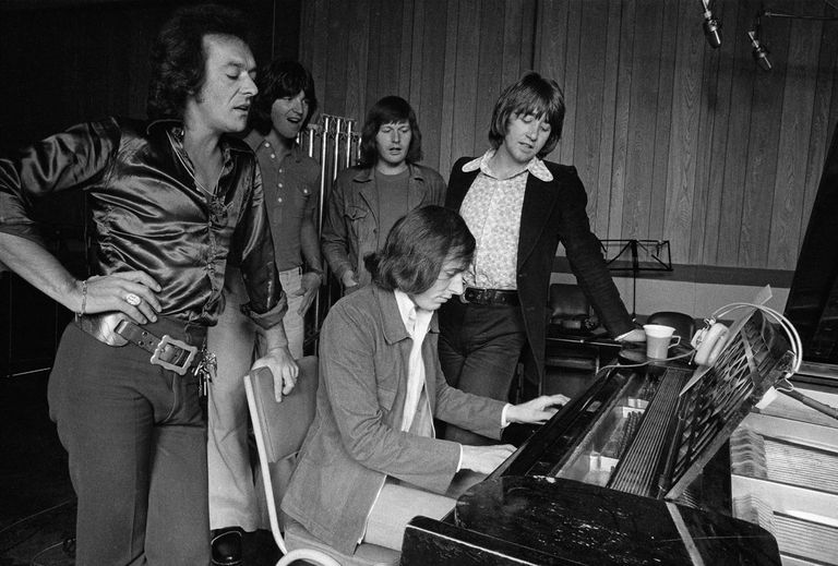 #NowPlaying: @holliesofficial - On A Carousel  #60s #ClassicRock #RockNRoll #TheHollies #Hollies #DeepTracks   #Listen at https://t.co/6rtaedVtRD  @The_Hollies   The #SundayDrive on @DeepNuggets #Radio - Your #Sunday #Soundtrack! https://t.co/55Hr3nnVLa
