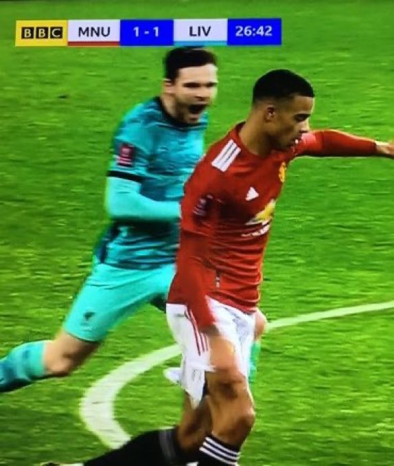 Robertson screaming at Mason Greenwood just to distract him from scoring.. what was he expecting? 😂 😂 #MUNLIV #FACup