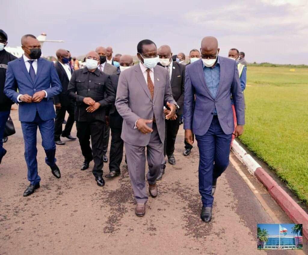 🇨🇩 RDC : Le PM @IIlunkamba est arrivé à Lubumbashi, il peut resté là-bas même pendant 3 mois sans problème, en attendant les élections du Bureau définitif de l' @AssembleeN_RDC.  #Amen et Bon séjour ! @jonathan_yoka @bikeko @EndetaCedrick01 @Penge___ @NouraFooz