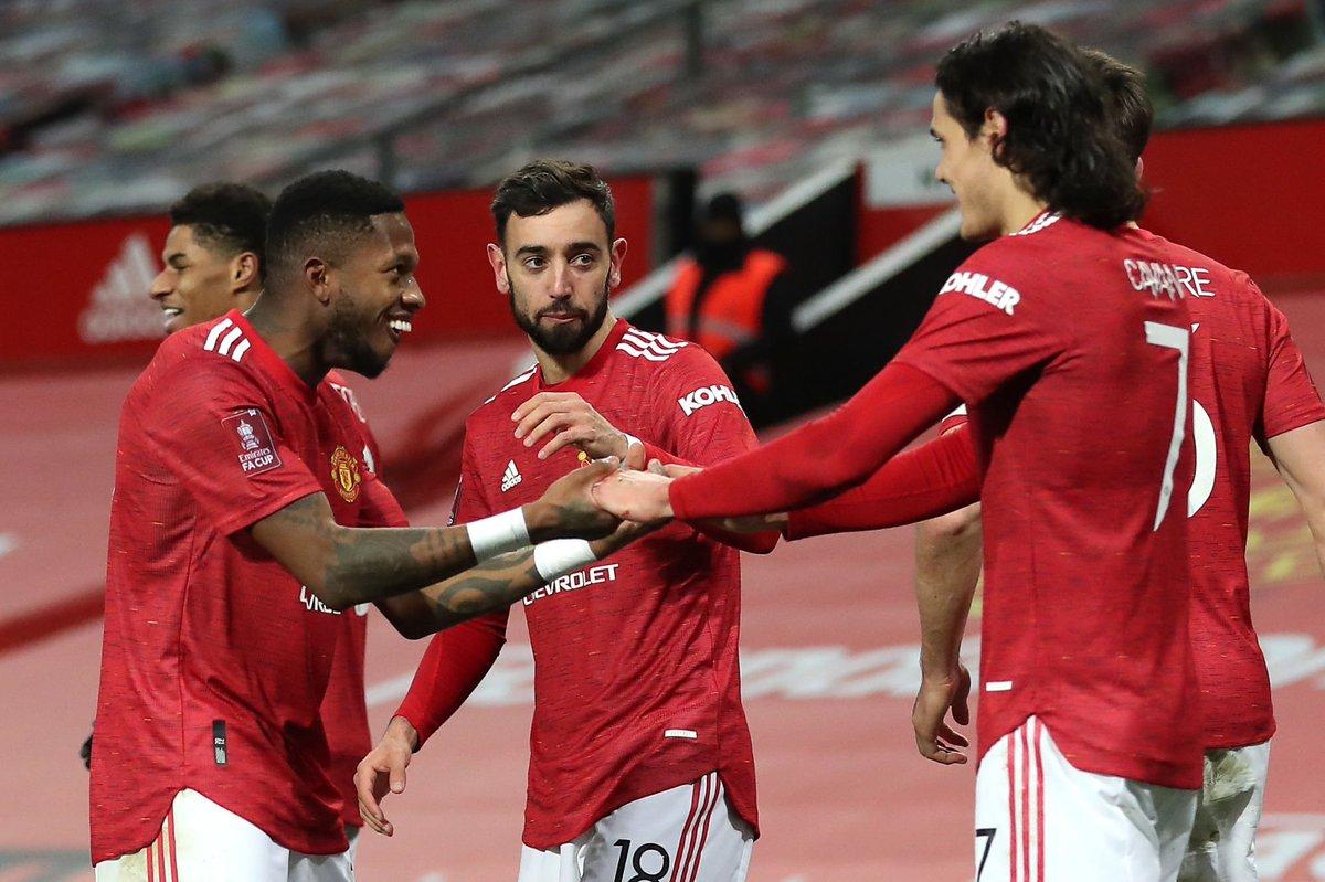 """Bruno : """"Je travaille beaucoup sur ce type de buts. Avant le coup franc, Edi m'a dit : """"Essaie de tirer du côté du gardien"""". J'ai essayé et c'est entré."""" #MUFC"""